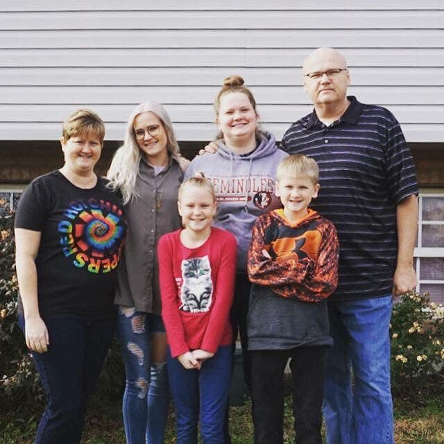 Kidney recipient Keli Thorn with her family